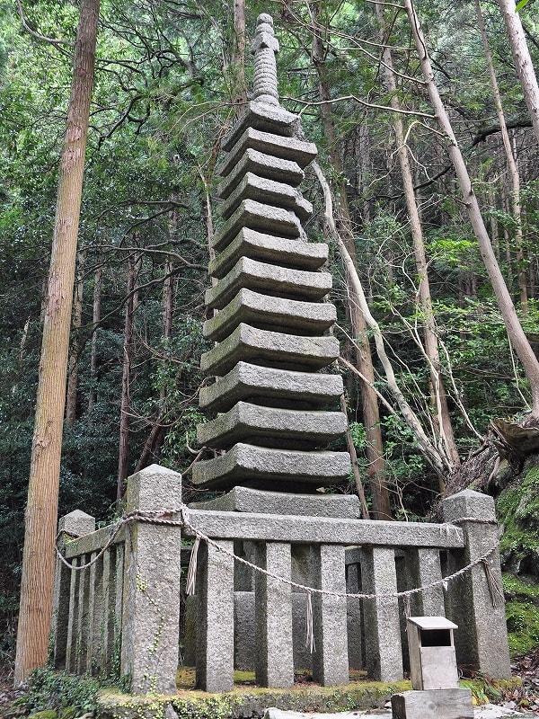 天神社の十三重石塔