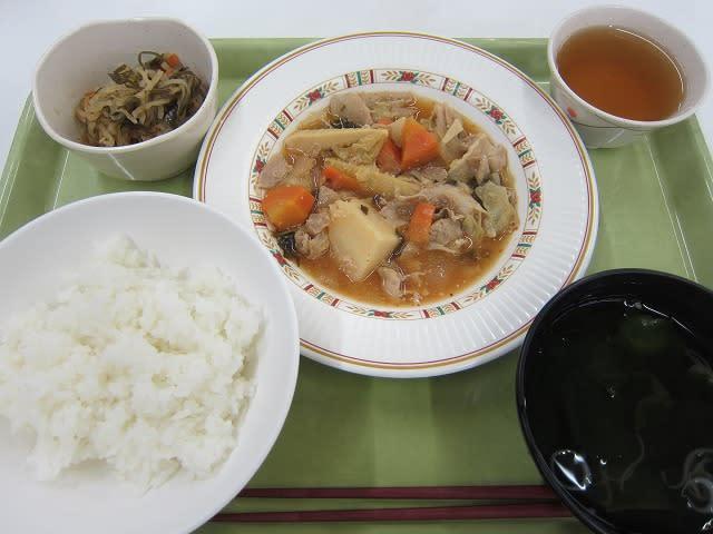 定食B(野菜と豚肉のキムチ煮)