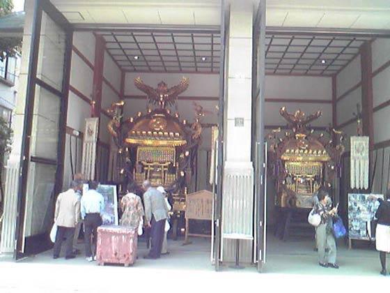 富岡八幡宮の黄金神輿
