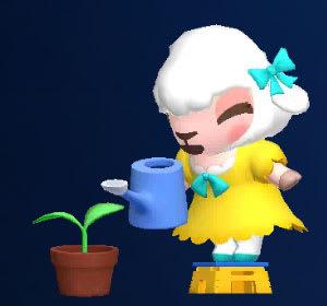 小さな芽に水をあげるメイドのメイちゃん
