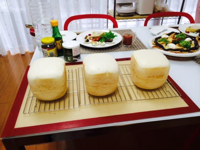 「ホームベーカリーとパン写真フリー」の画像検索結果