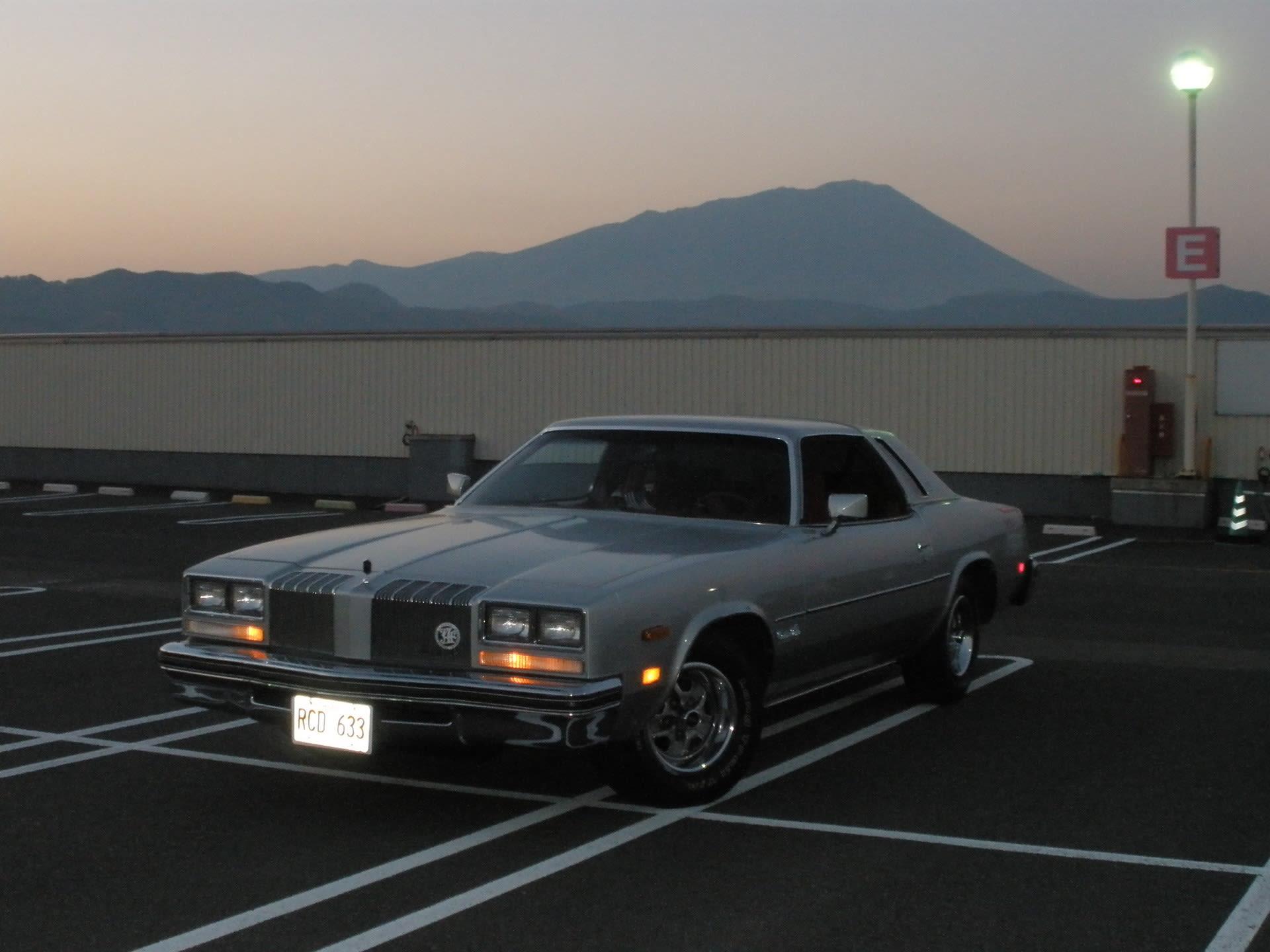ずっと疑問だったアメ車のこれって ポジショニングランプと云うんだね じーじのアメ車 と W124 260e と バイク