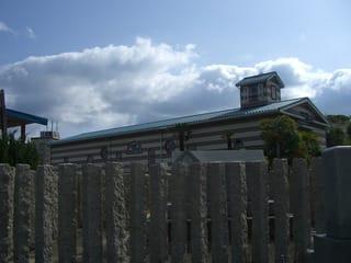 尾之上共用墓地に隣接する自動車時計博物館収蔵車庫
