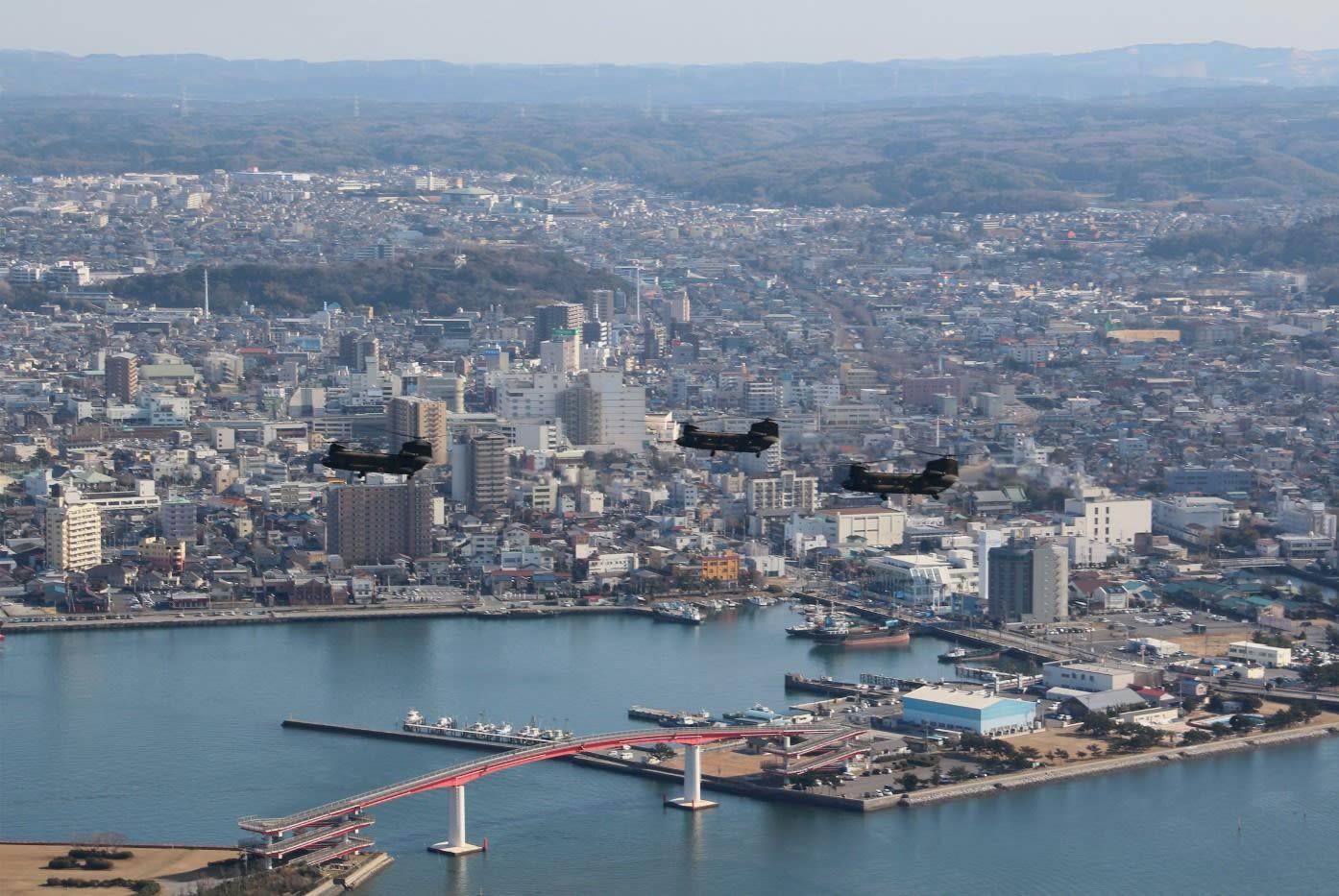 木更津市上空を飛行するCH-47編隊 - Blue Sky Love Sky