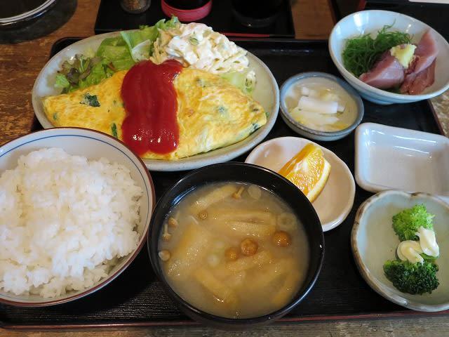 日替わりセット(ほうれん草オムレツ+刺身)