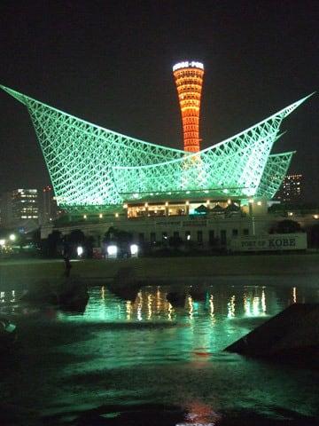 神戸海洋博物館とポートタワーの夜景