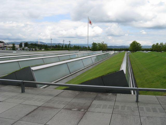 国会図書館関西の芝生の屋根