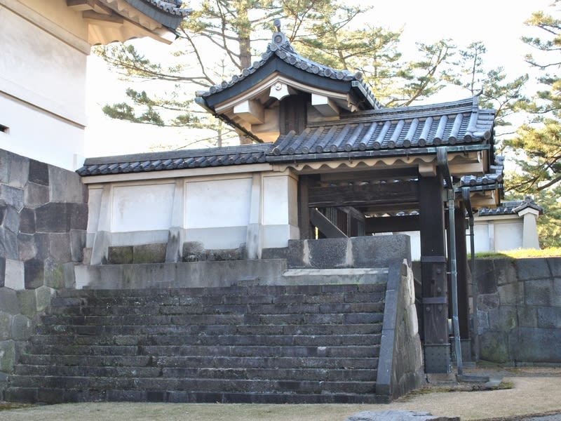 平川門脇の小門