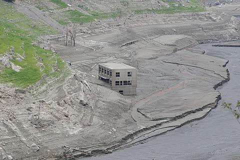 【早明浦ダム】渇水で現れた旧大川村役場を見に行けば・・・ - 僕という存在から見えた世界の風景とその導