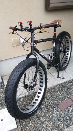 太いタイヤの自転車 - カタナ ...