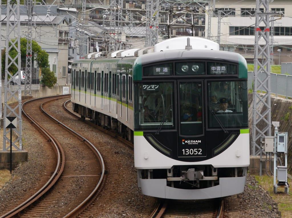 京阪13000系第2編成