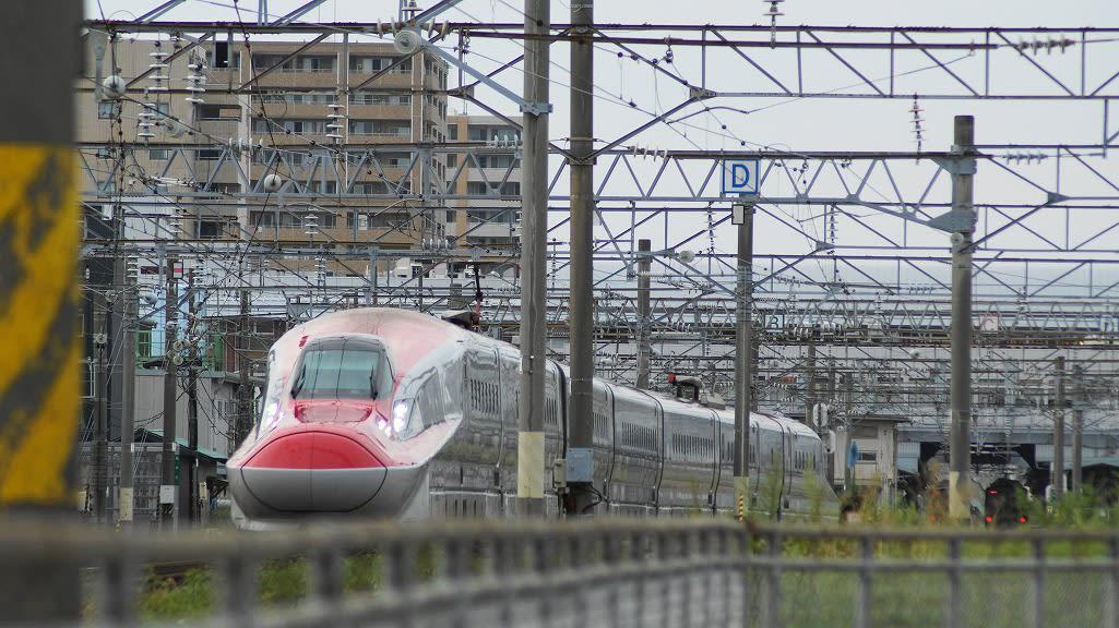 街中の新幹線。