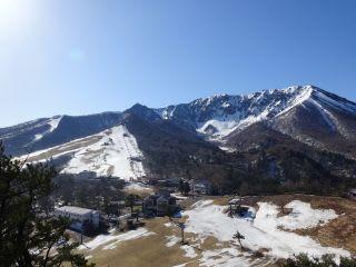 のろし台から。スキーは今日ならすべれます。