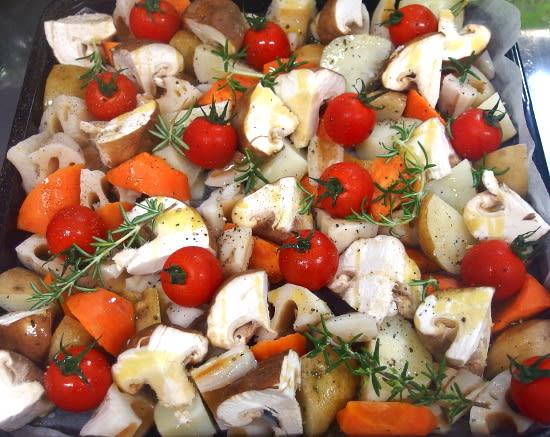 ぎゅうぎゅう焼き画像検索をご覧になるとどんなお料理かわかりやすいです。 簡単かつ賑やかでおいしそうなお料理。人が集まるときに作ってみたくなりますよね。