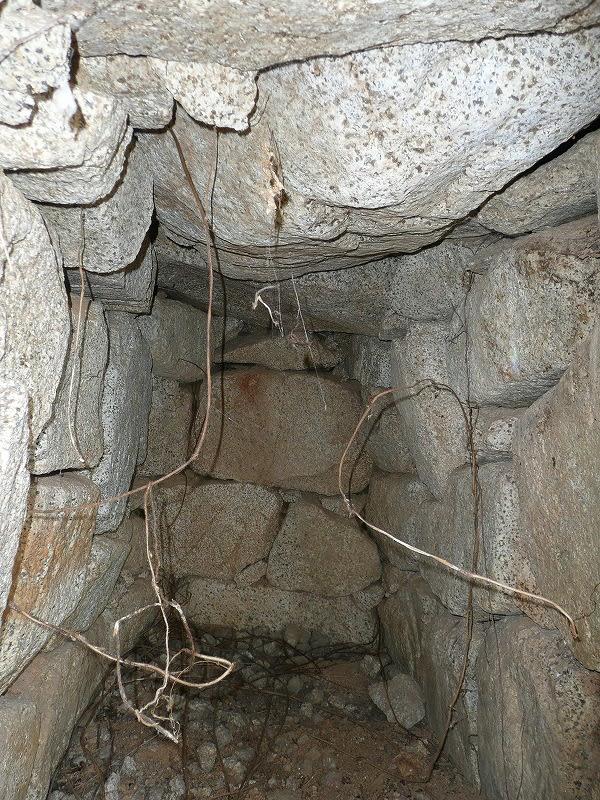 84号墳右の石室