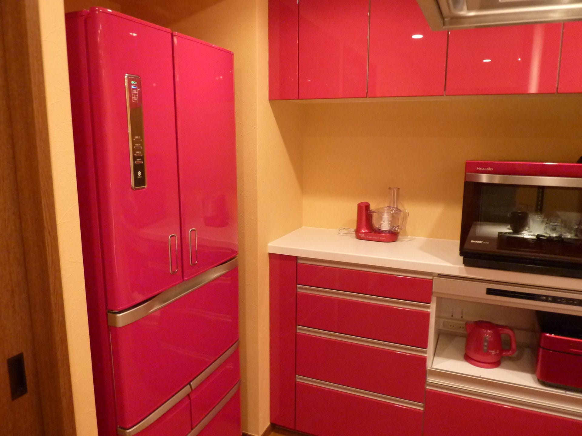 キッチンメーカーのキッチンにも似合う素敵なカラー冷蔵庫はいかが