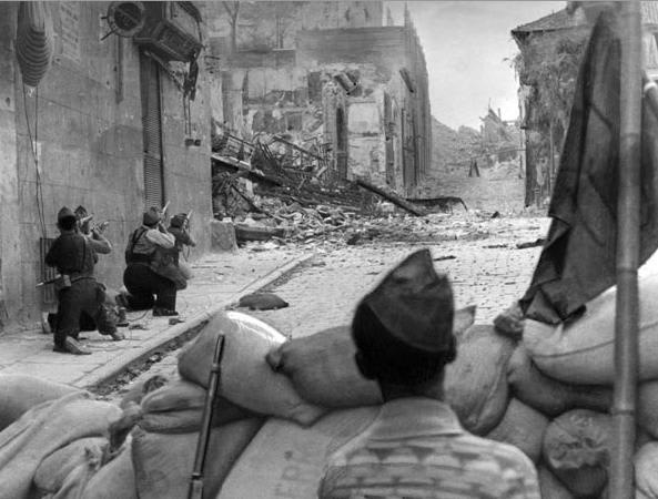 スペイン内戦の市街戦 : スペイ...