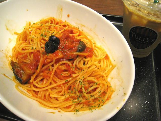ナスとベーコンのトマトパスタ カフェラテセット
