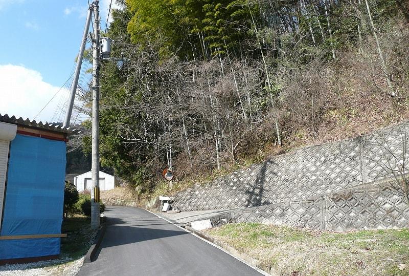 南山古墳の手前の坂道