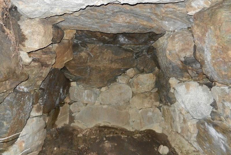 このような石室がいくつも見られます