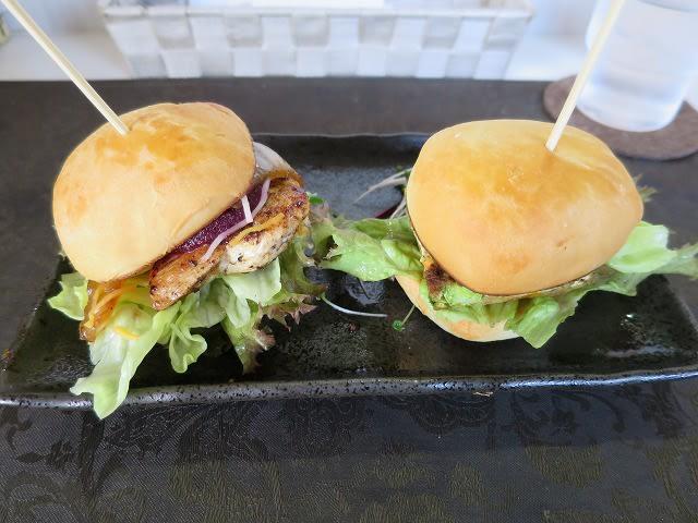 ミニハンバーガー2個セット(ケイジャンチキン+ベジバーガー)