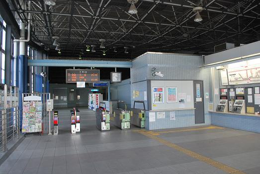 閑散としたウッディタウン中央駅 - 斬剣次郎の鉄道・バス斬り