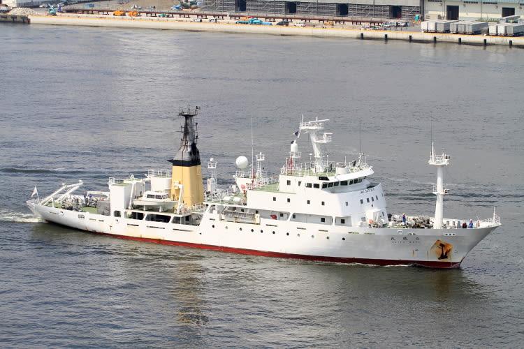 東京でお馴染みと言えば、航海練習所や水産庁の船ですが。 気象庁の船の方...