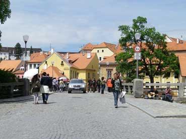 ガイドブックによると、チェスキー・クルムロフ城には自由に出入りできず、... チェコ旅日記(チェ