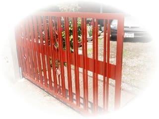 門扉の先ずは錆落としをして錆止め塗り(表裏)