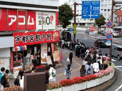 街の外に行く人の行列(栃木県宇都宮市)