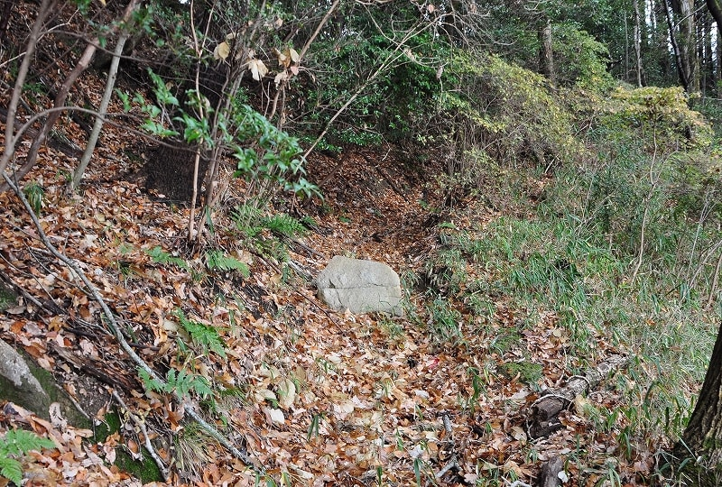 山道の石材
