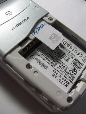 N-06AにイオンSIMをセット