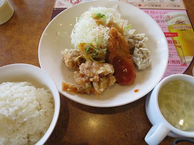 日替わりランチ(唐揚げ甘酢しょうゆ&白身魚フライ&焼売)