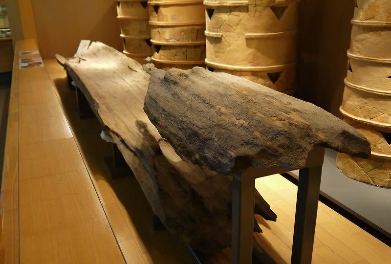橿原考古学研究所付属博物館に展示されている下池山古墳の木棺