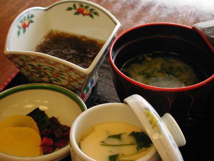 茶碗蒸し、小鉢、おしんこ、お味噌汁