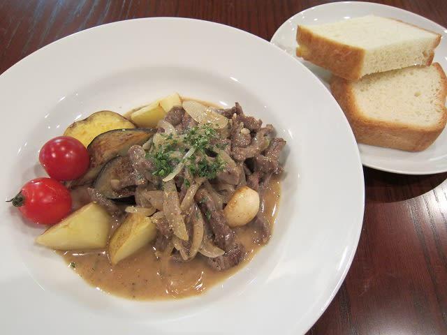 日替わりランチ(細切り牛肉と玉ネギの白ワイン炒めリグーリア風)