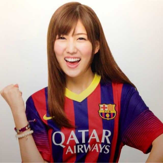 思いっきり笑っている岩崎名美