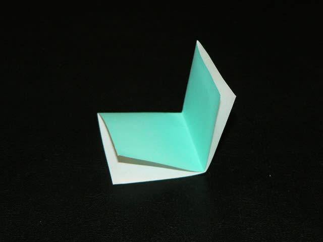 すべての折り紙 折り紙 三角形 : 3枚を一度に中へ折り込むの ...