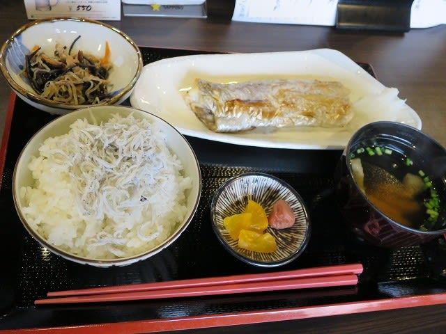 シラス飯と太刀魚塩焼
