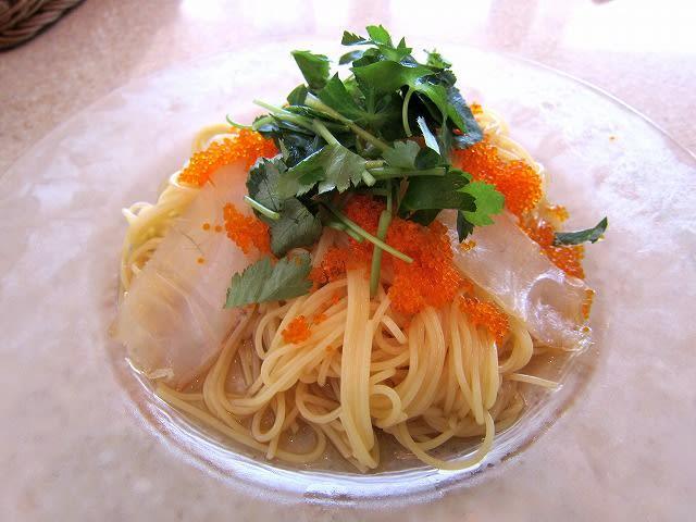 本日のランチパスタA(冷製カペリーニ真鯛の燻製添えシトラス風味)