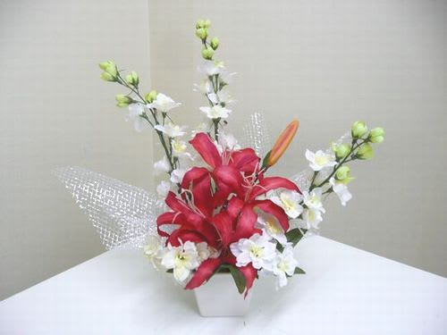 造花(ユリとデルフィニウムのアレンジ)1