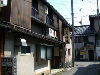 旧特飲街に残る「旅館」
