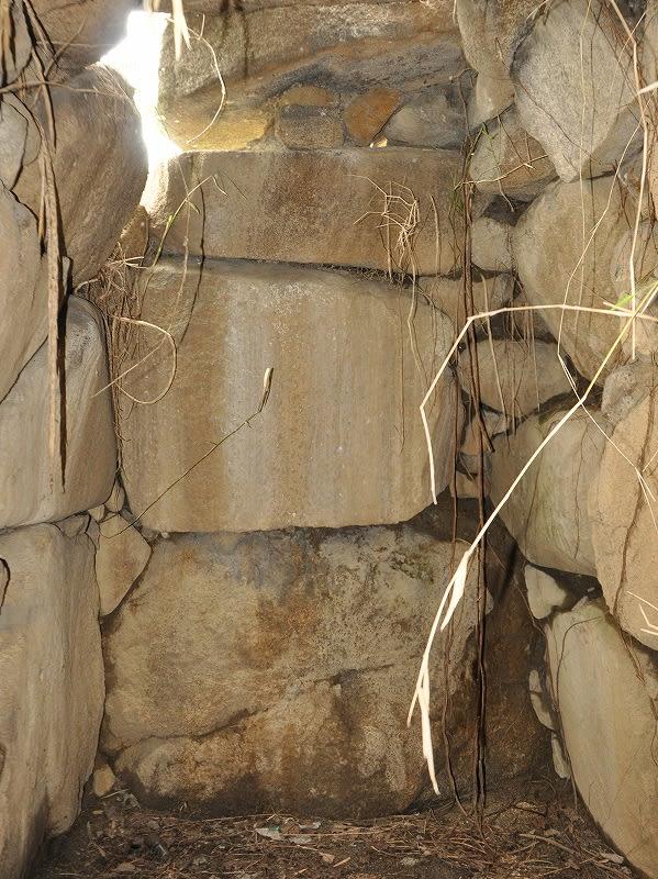 神並5号墳東奥壁
