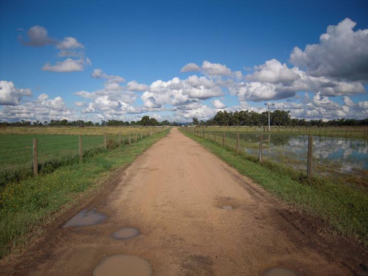 どこまでも続く田舎道