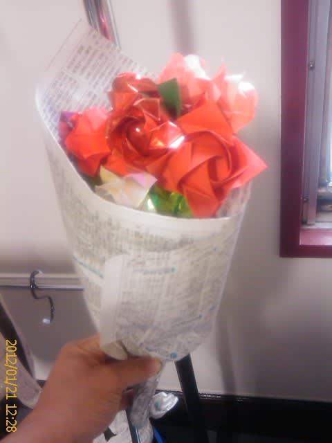 すべての折り紙 折り紙 バラの花束 : 折りバラ「福山ローズ」・折り ...