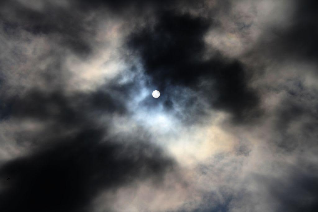 ジャンル:神奈川県 コメント 2012年12月29日 雲間の太陽 と 満月に叢雲