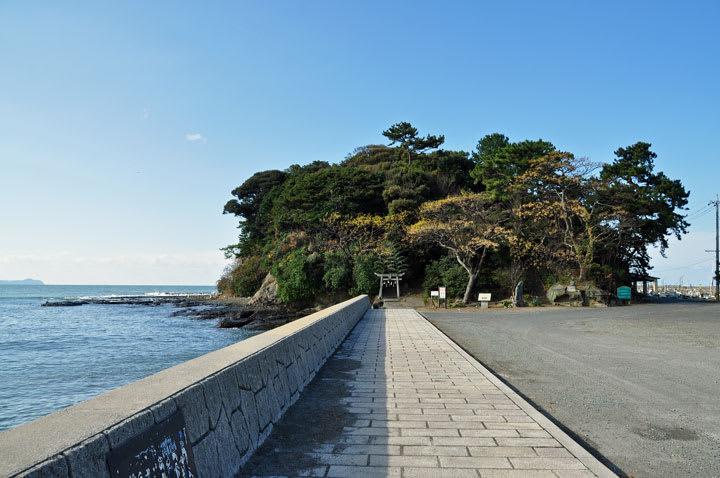 Web blog ここ: 芦屋町 堂山の石塔群