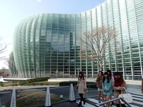 映像:黒川紀章設計曲線の未来的外観、建物そのものが芸術