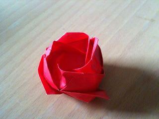 折り紙で「薔薇」を折る。1枚 ...