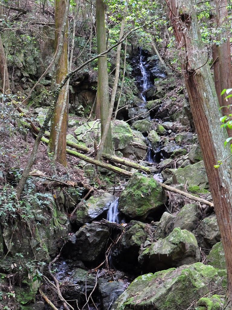 滝坂の谷にある滝